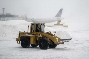 Ancora più forte la tempesta di neve e gelo che sta sconvolgendo il nord est degli Usa. Finora 13 morti e temperature di -25 gradi. Cancellati oltre 4000 voli