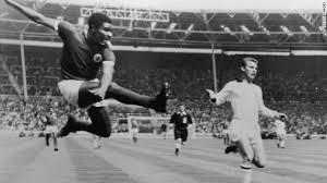 E' morto Eusebio, attaccante simbolo del Benfica di Lisbona degli anni '60. Aveva 71 anni. 291 gol in 313 incontri