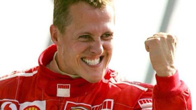 Compie 45 anni Schumacher sempre in gravissime condizioni all'ospedale di Grenoble. Tripudio di bandiere Ferrari all'esterno e omaggio al campione sul sito della casa di Maranello