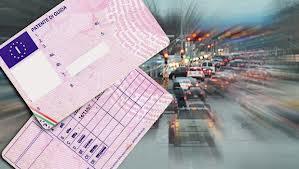 """Partono da oggi 9 gennaio nuove regole per il rinnovo della patente. Si riceverà a casa e la """"pratica"""" costerà solo 25 euro"""