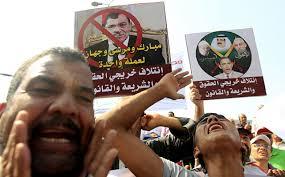 In Egitto si cambia ancora e si torna al laicismo. Nuova costituzione voluta dai militari. Bassa la partecipazione al voto