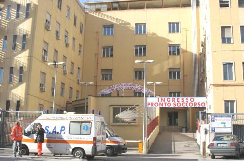 Due poliziotti feriti a Napoli in un conflitto a fuoco con tre persone fermate a bordo di uno scooter