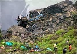 India: precipita autobus in un burrone vicino Mumbay. 30 i morti