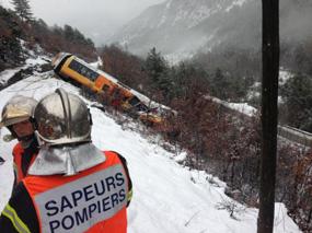 Due morti e nove feriti in un treno turistico frances deragliato per un masso in Alta Provenza