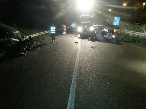 Grave incidente stradale nella notte nei pressi di Agropoli. Frontale e 3 vetture coinvolte. 4 morti e 8 feriti, 3 gravi