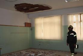 Crolla a Palermo parte dell'intonaco del soffitto in una scuola elementare. Quattro bambini leggermente contusi