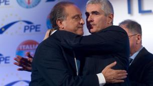 L'Udc conferma Cesa segretario del partito con una votazione al fotofinish. Appoggia Renzi ma critica l'Italicum
