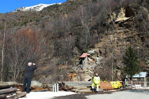 Tragedia nel villaggio di Isola, sud della Francia. Grosso masso distrugge chalet. Morti 2 bambini e 5 i feriti