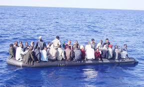 Gommone con 123 migranti a bordo diretto a Lampedusa soccorso da un cargo  greco. Due uomini trovati morti