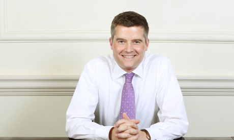 """La colf straniera del ministro britannico dell'Immigrazione non ha il permesso di lavoro e lui si dimette. Dimissioni e sostituzione all'istante senza scuse e """"non sapevo"""". E' accaduto a Londra, non su Marte"""