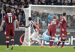 La Juventus batte 1-0 il Torino nel Derby e all'Olimpico di Roma la Lazio supera nel finale il Sassuolo per 3-2