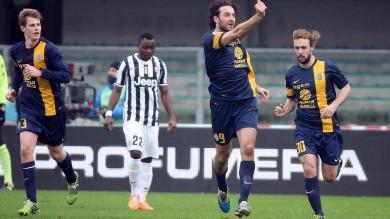 Juventus raggiunta nel finale a Verona ma distacco immutato dalla Roma per lo 0-0 nel Derby. L'Inter rivince