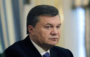 L'ormai ex presidente ucraino Viktor Yanukovich fermato mentre fugge in Russia. Il Parlamento libera la ex Premier Yulia Timoschenko. Nuove elezioni presidenziali il  25 maggio