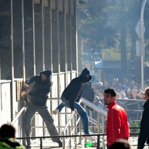 Scontri antigovernativi in Bosnia. Dato alle fiamme il palazzo della presidenza di Sarajevo, le proteste dilagano in 20 città