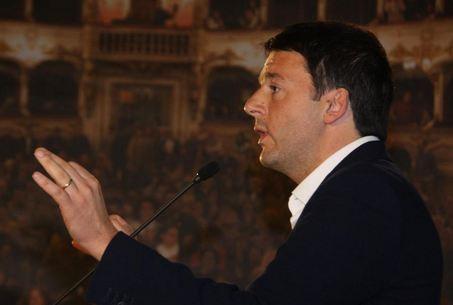 """Ancora in attesa di Renzi al Quirinale. Mentre lui va a Roma, si surriscalda il dibattito politico. I suoi problemi con Alfano ed il """"centro"""""""