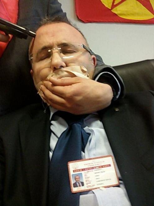 Sequestrato magistrato turco ad Istanbul. I rapitori chiedono arresto di ufficiale di polizia che uccise un manifestante. Contemporaneamente un blackout lascia il Paese senza corrente