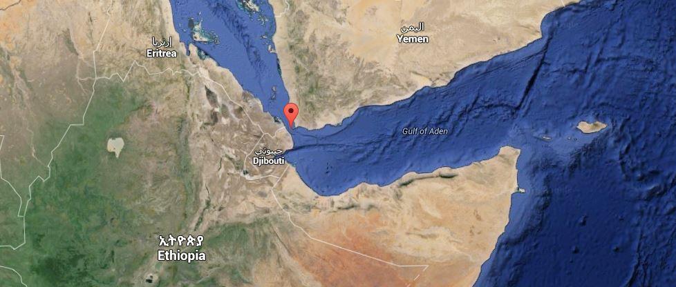 Bombardato nello Yemen un campo profughi: almeno 40 morti mentre i sauditi attuano anche il blocco navale di Aden