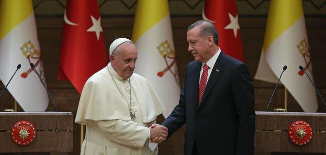 Non si placano attacchi Turchia al Papa. Cosa c'è dietro?