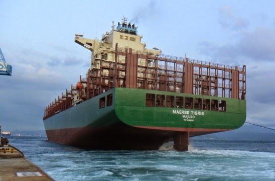 Iraniani bloccano a cannonate un cargo. Mezzi Usa seguono la situazione