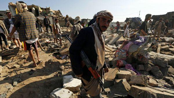 Bombardamento saudita su Sana'a provoca 25 morti e 300 feriti