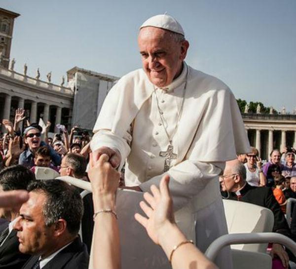 Bergoglio apre la Chiesa al mondo intero con il Giubileo