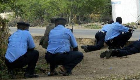 15 i morti nell'Università di Garissa in Kenya. Gli estremisti islamici sono asserragliati con studenti cristiani presi in ostaggio