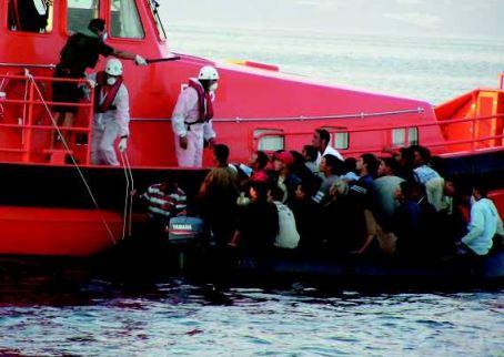 Salvati dalla Guarda Costiera 1500 migranti nel giro di 24 ore. Portati a Lampedusa, Augusta e Porto Empedocle