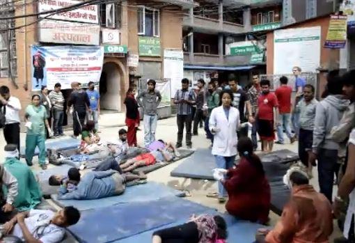 2 italiani morti in Nepal per il terremoto. Nessuna notizia dei 4 speleologi. I morti, sono già più di 4000