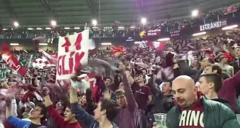 Bomba carta esplode tra i tifosi granata: dieci feriti a Torino
