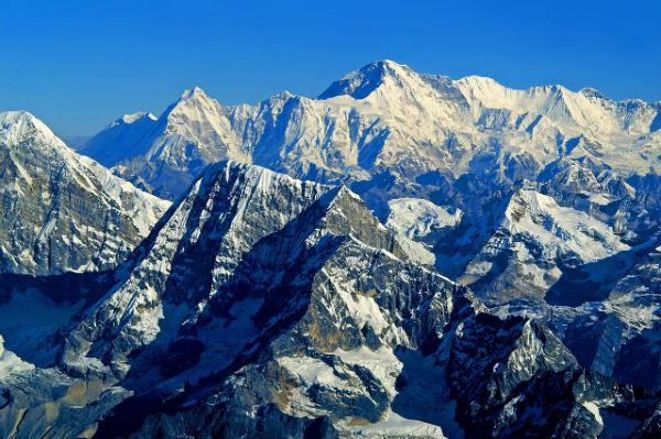 8.000 i morti del terremoto nel Nepal che ha abbassato le vette più alte del mondo