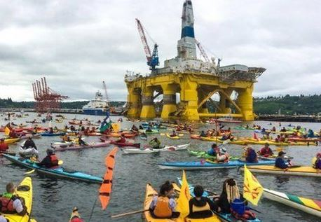 Ambientalisti Usa bloccano piattaforma petrolifera destinata all'Alaska