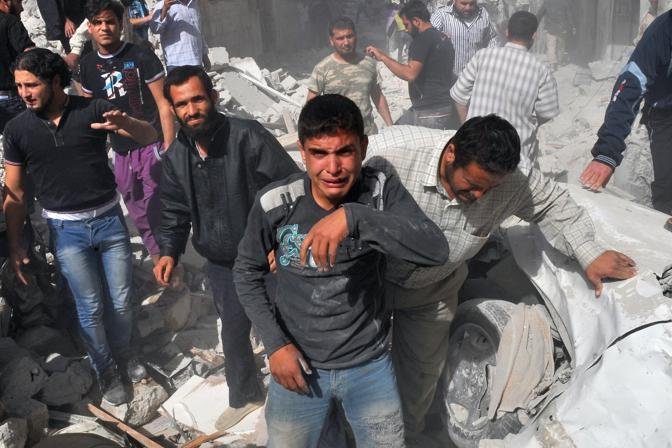 TOPSHOTS Syrian men react following an airstrike by Syrian government forces in Maaret al-Numaan on October 18, 2012. Syrian regime warplanes launched a new wave of strikes on the northwestern town of Maaret al-Numan, seized by rebels last week, an AFP correspondent reported.  AFP PHOTO/BULENT KILIC