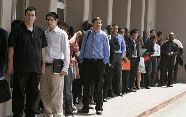 A line of job seekers stretches out of a hotel doorway as they wait to enter a Monster.com job fair in Los Angeles, California July 23, 2008. Hundreds of job seekers stood in line to talk to recruiters from about 15 companies.  REUTERS/Fred Prouser            (UNITED STATES)