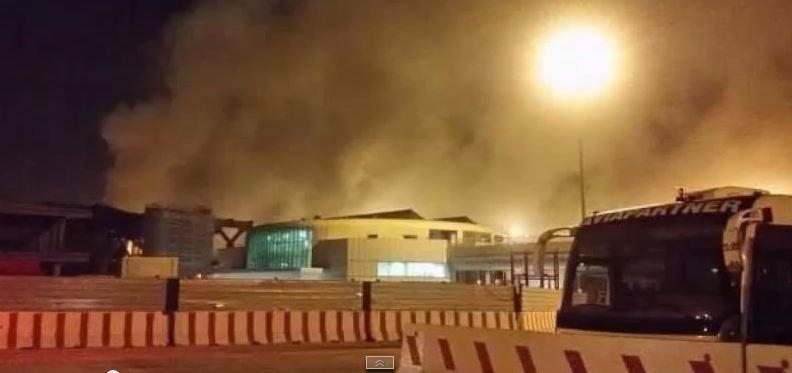 Caos continuo a Fiumicino dopo l'incendio al Terminal 3