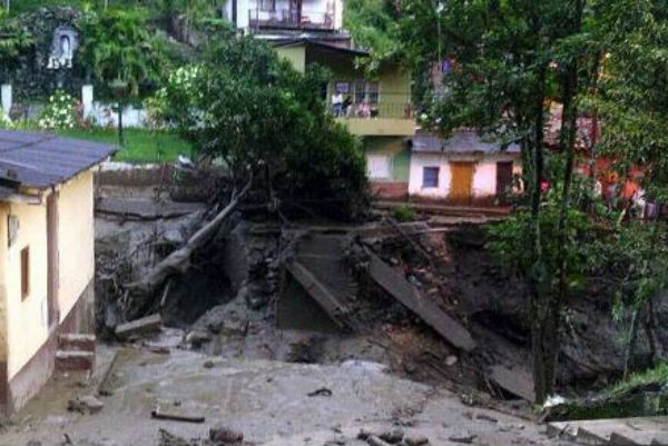 50 morti per una gigantesca frana in Colombia