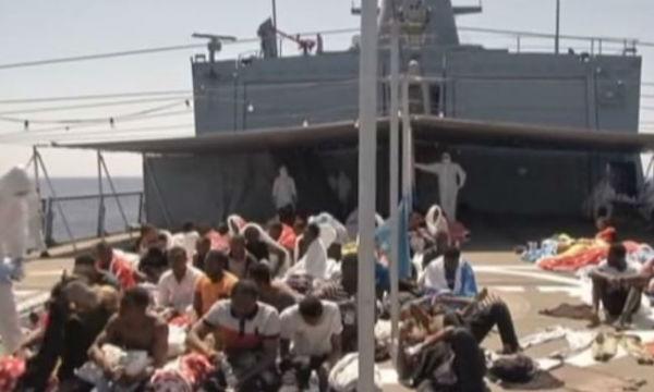 Nuova ondata di migranti: 5.500 arrivano in due giorni. Flotta di gommoni e barconi