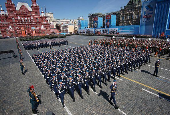 Molte assenze occidentali alle celebrazioni in Russia, ma riprendono i lavori per il nuovo gasdotto