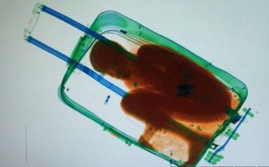 Ragazzino di 8 anni portato di contrabbando in una valigia dal Marocco alla Spagna