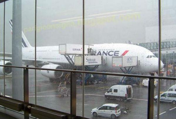 Bambina di 6 anni tenuta sequestrata in aeroporto a Parigi per sei giorni dalla Polizia