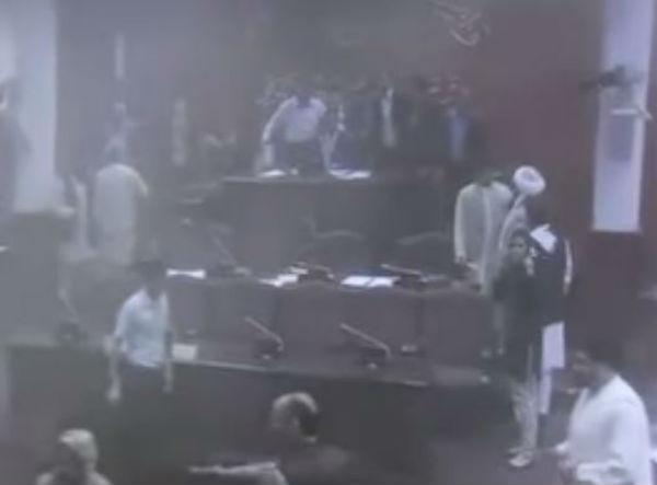 Attacco armato al Parlamento afghano. Uccisi tutti e sei i talebani del commando