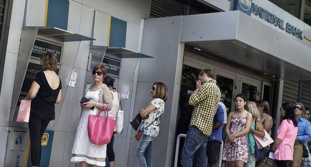 Crisi Grecia: crollano le borse. I bancomat erogano solo 60 euro. Banche chiuse fino al referendum