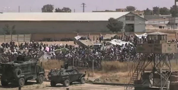 I curdi conquistano in Siria una città strategica per tagliare i rifornimenti all'Isis