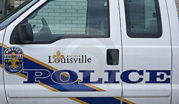 Nero armato  ucciso da poliziotto nel Kentucky per molestie. A Dallas ucciso assaltatore a centrale di polizia
