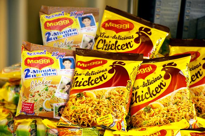 """India: ritirati dal commercio i famosi """"noodle"""" Maggi della Nestlé"""