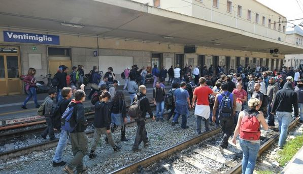 I migranti. Noi italiani e come vede le cose la Francia