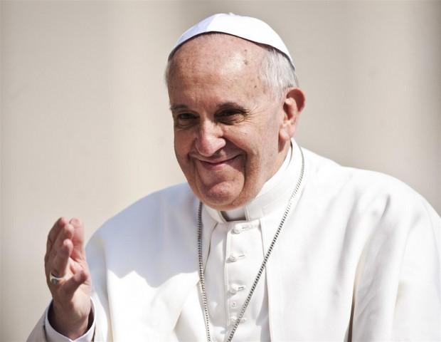 Il Papa a Torino per la Sindone. Incontra il mondo del lavoro: non pensare solo al profitto, ma al bene comune