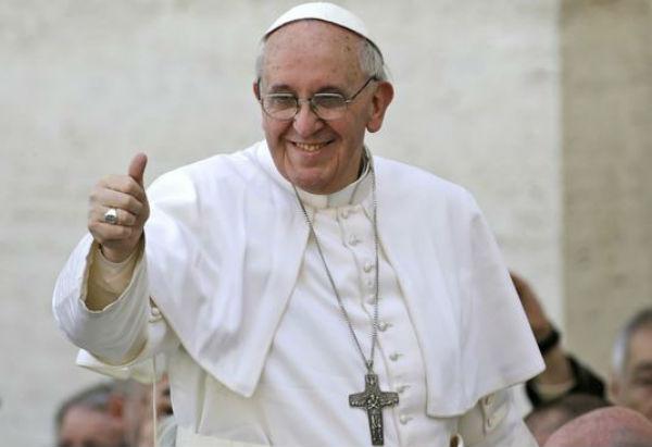 Fuori programma del Papa a Torino. Va in ospedale a trovare mons. Becciu che ha avuto un malore