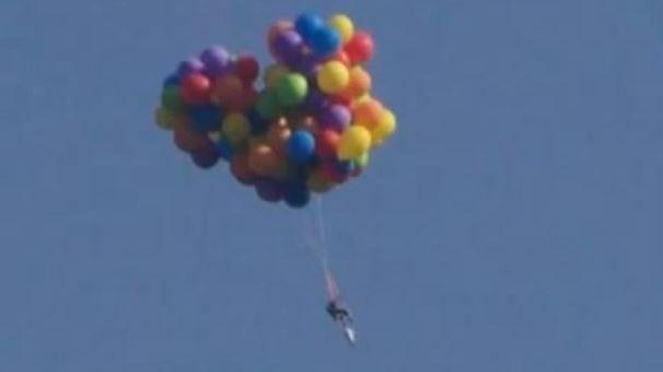 Canada: sale in cielo con 100 palloncini e viene arrestato per la legge sul volo