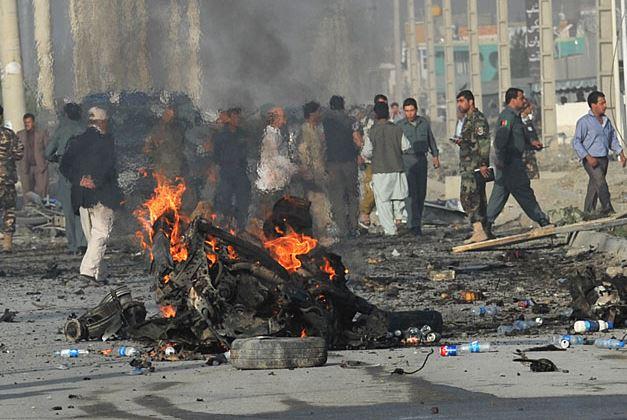 Attentato suicida in mercato Afghanistan. 25 morti. Molte donne e bambini