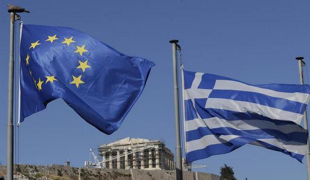 Grecia: poco dopo l'alba arriva l'accordo. Euro salvo
